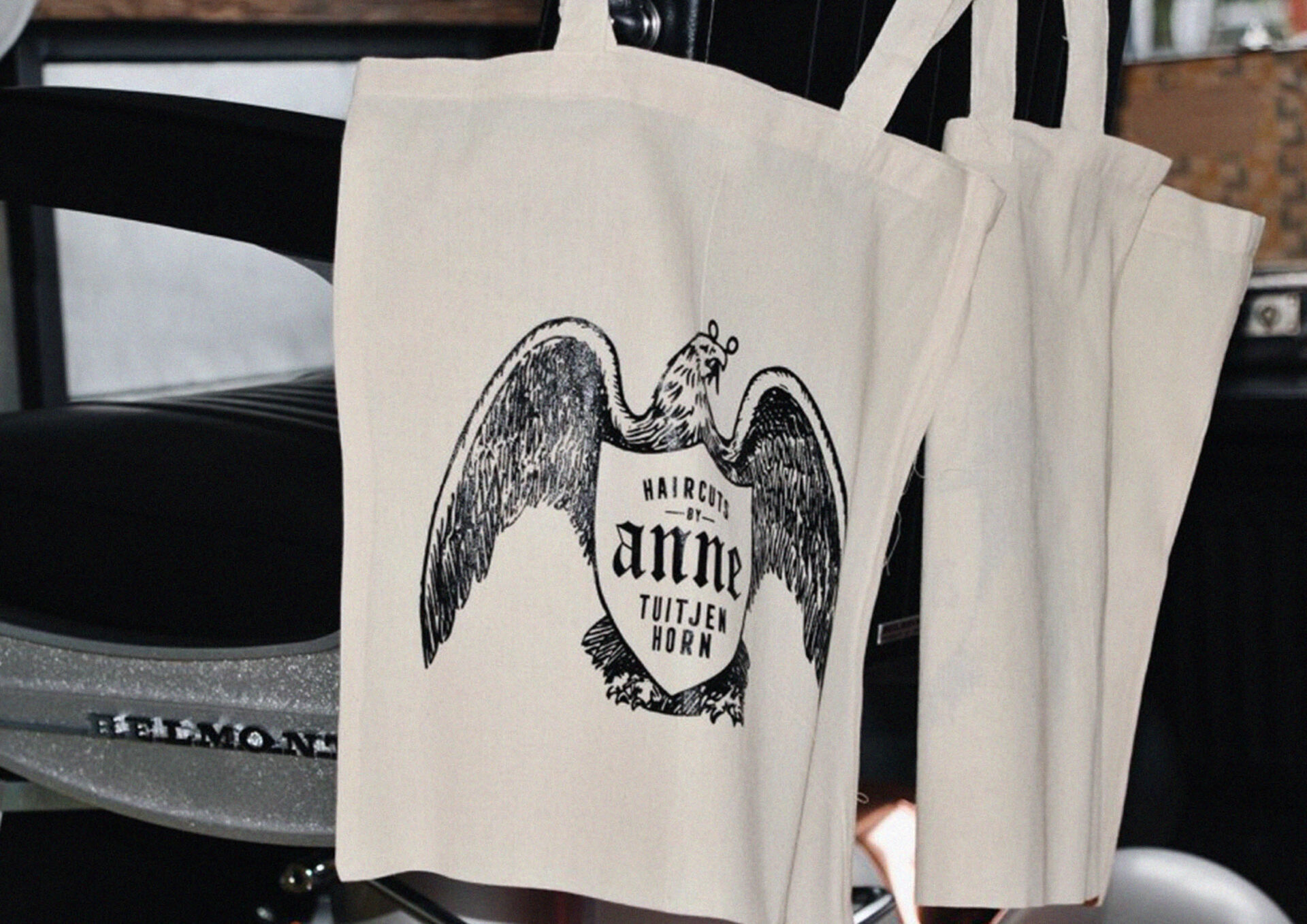 Linnen tassen voor Anne Hink (Haircuts by Anne) ontworpen door Sjoerd van Schagen
